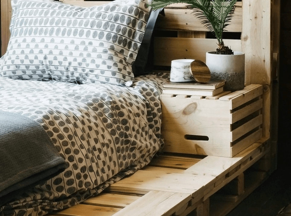 Nursery Ideas: How to Build a Pallet Wall
